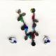 Brincos e colar de contas coloridas