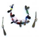 Colar de contas coloridas e brincos pingente